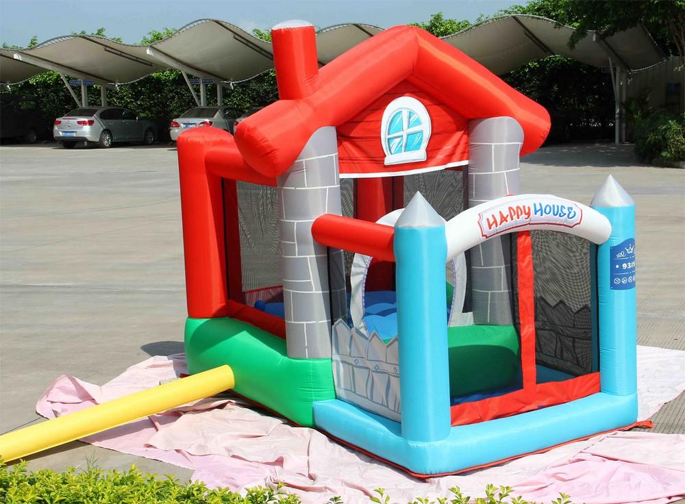 Gioco gonfiabile happy casa happy hop 9315 incluse 30 for Mini gonfiabili per casa